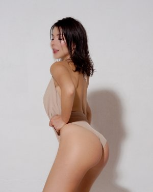 Djienaba live escort & casual sex