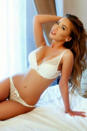 Luiza outcall escort & casual sex