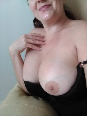 Tahicia escorts services in Jeffersonville and sex club
